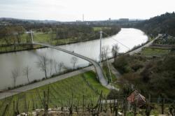 Stuttgart_Max-Eyth-See-Brücke_20070306_9968
